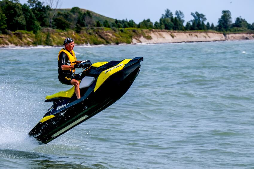 6- Discover jetskiing
